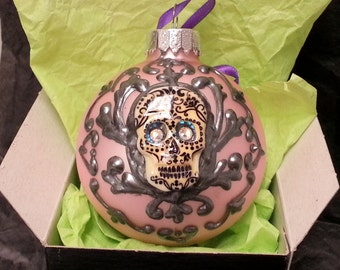 Skull Damask Ornament