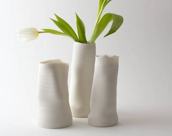Very fine porcelain vase - Vase en porcelaine fine