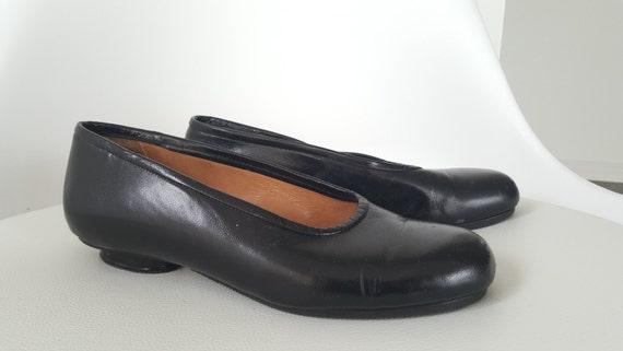 black pumps size 3