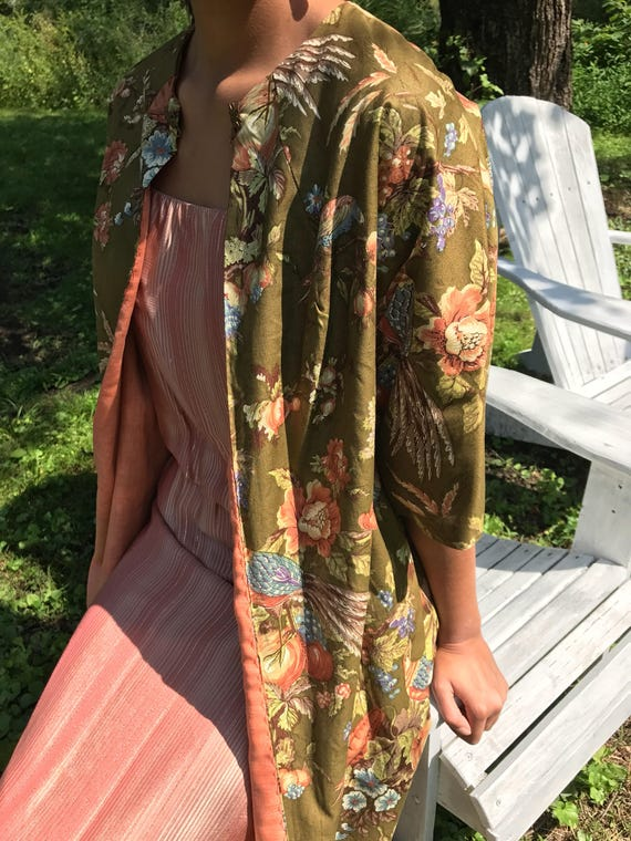 50s floral kimono / muted florals / asian style jacket / s - l
