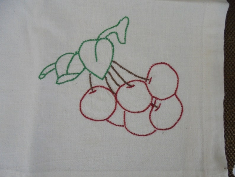 VINTAGE Beautiful Hand Embroidered 36 square TABLECLOTH with Fruit in each corner Bananas Apples Pineapple and Cherries