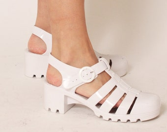 319ff59dd89c 90 s White Mary Jane Jelly Shoes - Size 8
