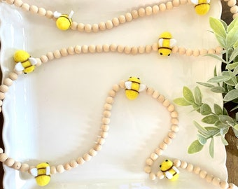 Wood bead bumblebee garland, honeybee party decor, yellow bee party garland, bumblebee baby shower theme