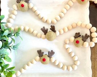 Natural wood bead garland with felted wool reindeer, Christmas tree garland,holiday reindeer garland, modern mantle decor, Christmas table