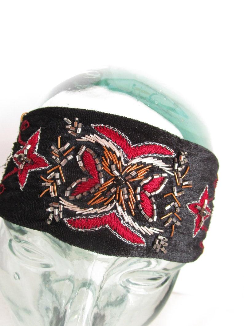0c57bb17068569 Haarband Charleston samt Gold bestickt rot schwarzen Stirnband   Etsy