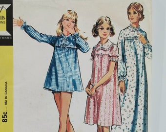 "Vintage Sewing Pattern for Babydoll Pajamas, Nightgown & Panties - Women's Nightie Sleepwear 70s Size M Bust 34-36"" (87-92 cm) McCall's 3035"