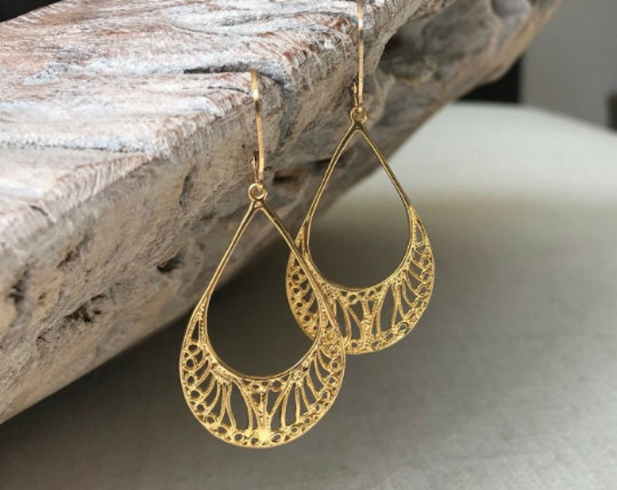 Featured listing image: Small Gold Filigree Hoop Earrings