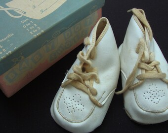 45fd99961059ef Antique Cream Faux Leather Baby Shoes Unisex Shoes Baby Vintage Shoes  Antique Baby Booties Toddler Boots 101