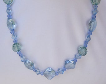 Glamorous Clear Blue Geometric Glass Necklace