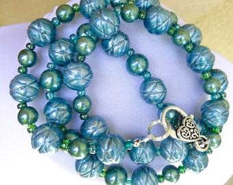 Shiny Turquoise Beads Necklace
