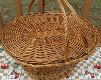 Beautiful Oval Vintage Picnic Basket, Wicker Basket Storage, Vintage Kitchen, Farmer's Market Basket