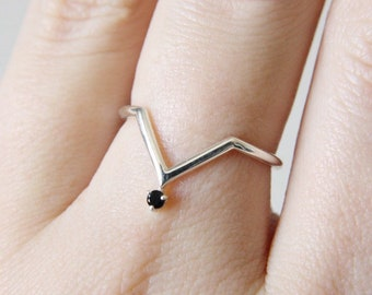 Black Spinel Chevron Ring