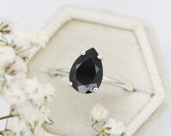 10x7 Pear Cut Black Spinel Ring