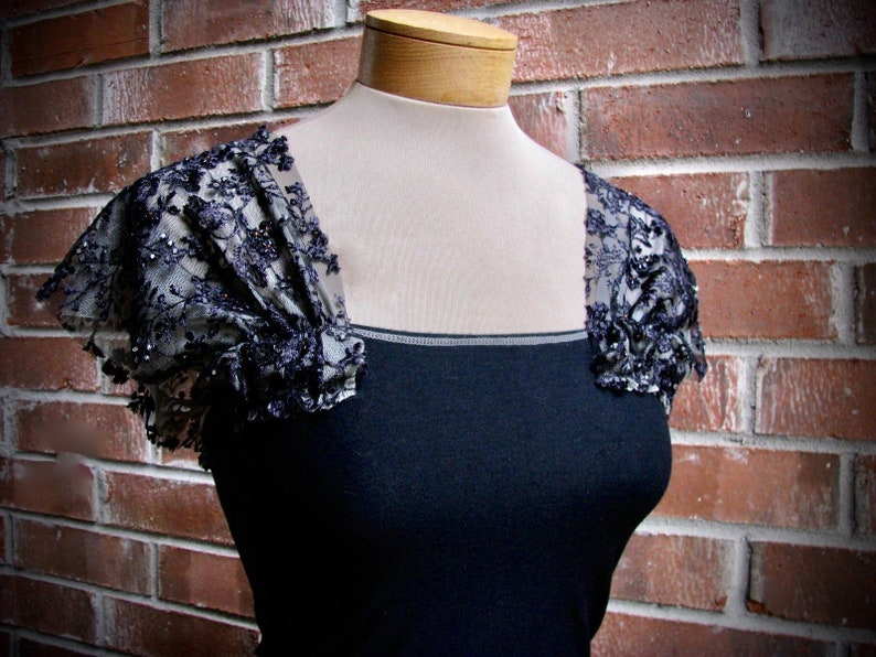 Vintage LACEY On or Off Shoulder BEADED Lace BLOUSE Stretch Bodice Top Size Small