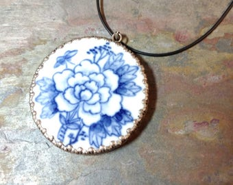 Antique CHINESE Porcelian VASE Ceramic Floral Blue & White Pendant on Rubber Cord Necklace