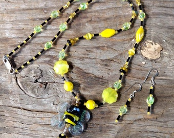 SALE: Beautiful BUMBLEBEE Bee DICHROIC Glass Yellow and Black Aurora Borealis Wings Lampwork Beaded Necklace Earring Set