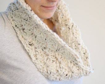Chunky Crochet Shell Mini Cowl Lightweight Warm Autumn Winter Holiday Layers Infinity Scarf