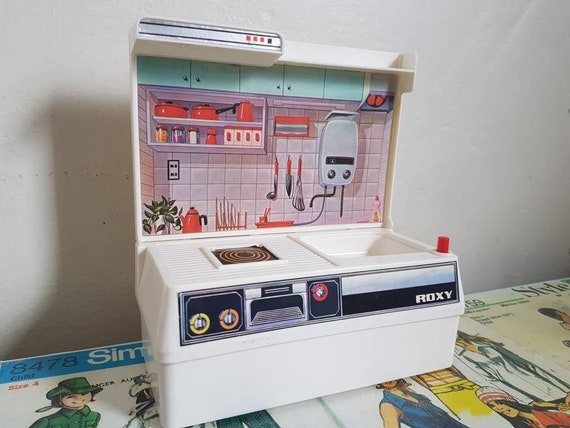 Vintage Roxy mini kitchen Barbie Sindy Blythe toy Play Kitchen Stove Doll  Kitchen Playhouse Doll house missing appliances