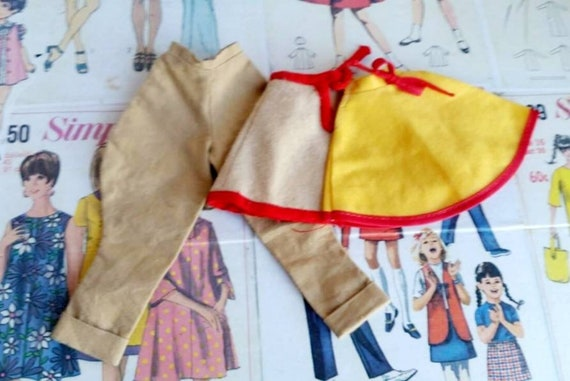 Puppenmode Leinen Schürze in beige-dunkelrot