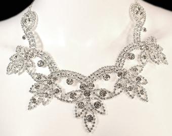Dazzling Wedding Necklace Crystal Rhinestone Formal Jewelry for Bride Wedding Regal Prom Pageant Unique Adjustable Crystal Sparkly Bridal