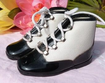 0d6c0dd533170 Belle vieille paire de bébé enfants en cuir chaussures-style jazzy-blanc et  noir chaussures-Made in France-taille 20-Collectibles