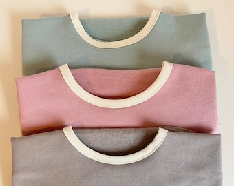 ORGANIC KNIT COTTON - Long sleeve bib with pouch and elastic in the cuffs!!!