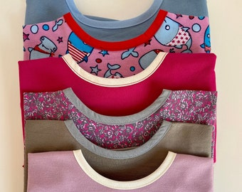 Long sleeve bib with pouch and elastic in the cuffs-KNIT FABRIC-Only SMALL size