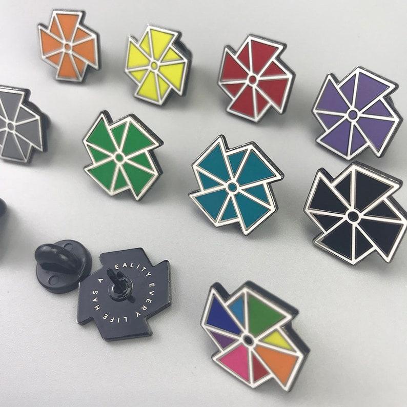 a071ffdc06 50 emaliowane szpilki klapa PIN emaliowane szpilki Custom