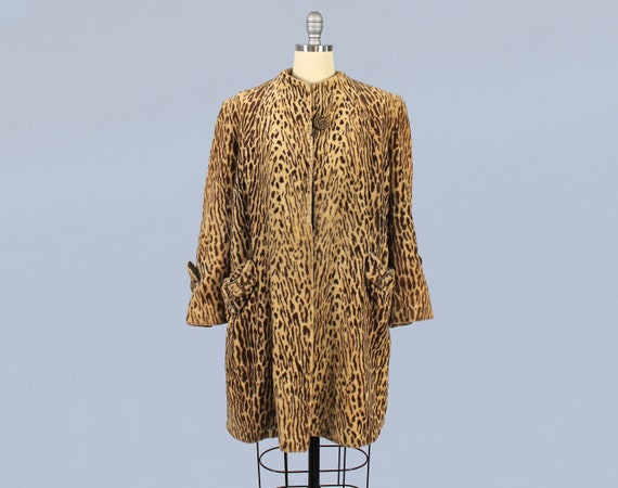 1940s Coat / 40s Faux Leopard Swing Coat / BUCKLES