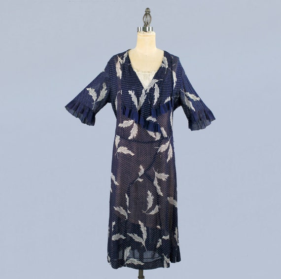 1920s Dress / 20s Lightweight Semi Sheer Leaf Pri… - image 1