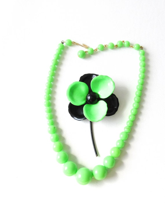 Neon Green Japan Necklace and Enamel Flower Pin