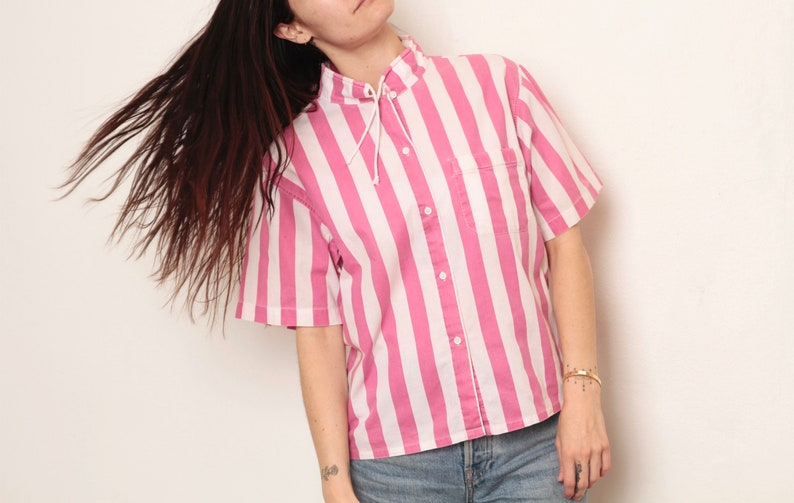 Women/'s size medium vintage STRIPED pink /& white 1980s 90s button down BOXY cut short sleeve with rare toggle neckline