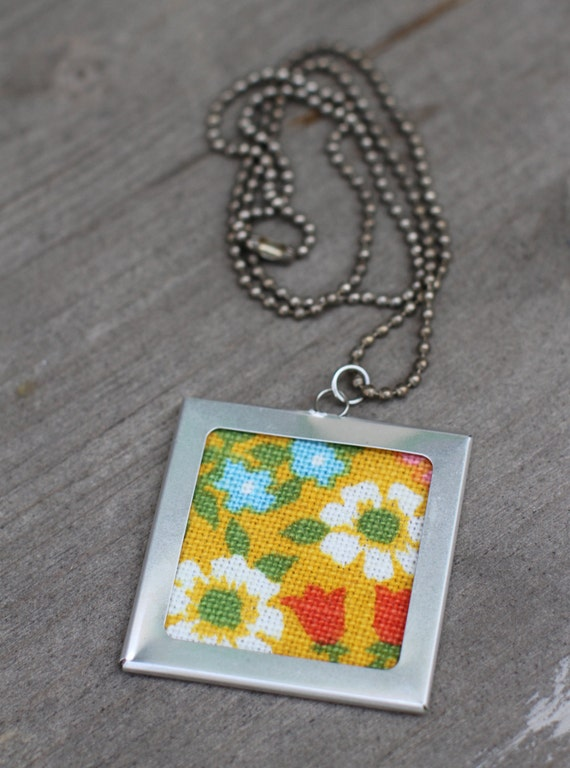 Vintage Fabric Necklace, Floral Pendant, 60's Fabric Scrap, Large Pendant Necklace, Yellow Daisies, Aluminum Frame, Silver Ball Chain