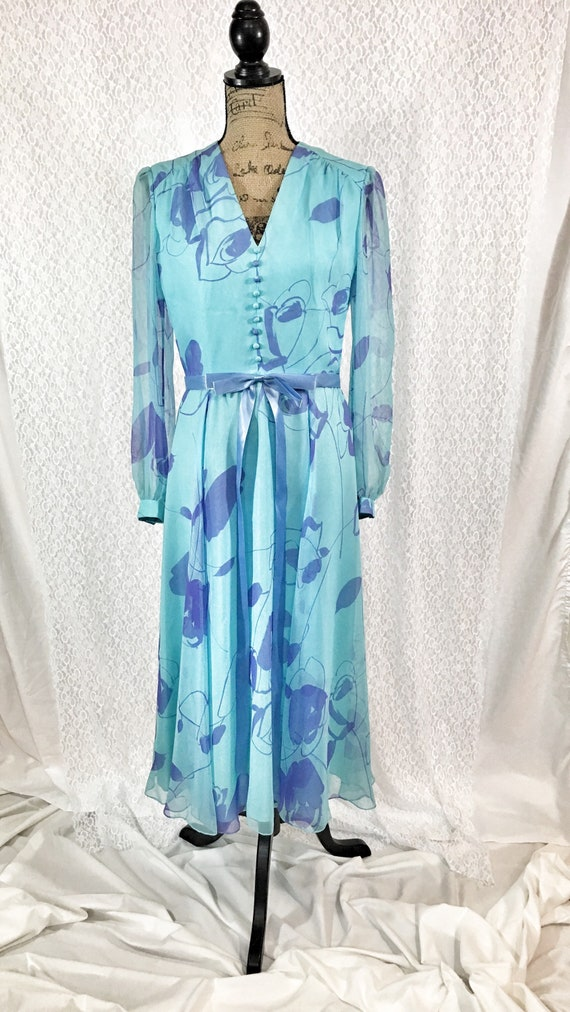 Vintage 1970's Baby Blue Floral Dress by Posh V Ne