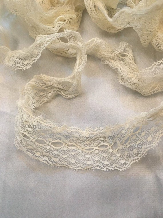 WHITE~4 Inch Wide Ruffled Floral  Lace Trim~4 1//2 Yards