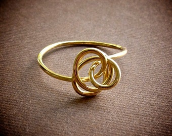 Small Love Knot Ring / Delicate Gold Ring / Stacking Ring / Simple Gold Ring / Flower Ring / Twisted Gold Ring / Unique Gold Ring
