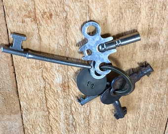 Vintage Skeleton Mixed Antique Key LOT (#16) - With Brass Numbered Metal Tag - Door Locks Hardware Architectural Salvage Keys Craft Supplies
