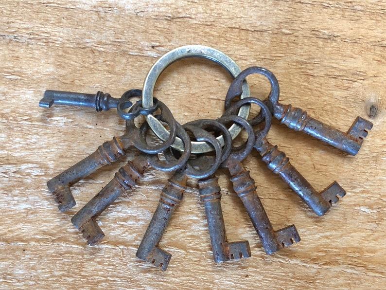 Vintage Skeleton Key LOT of 8 - Ornate Small Keys - Door Locks Hardware  Architectural Salvage Keys Craft Supplies Destash Junk Drawer