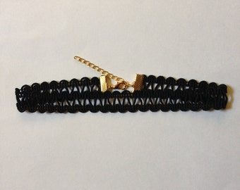 Black Wavy Lace Trim Choker