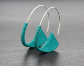 SUKI EARRINGS, Flat colours  |  3D Printed Nylon Earrings with sterling silver wire and acrylic paint