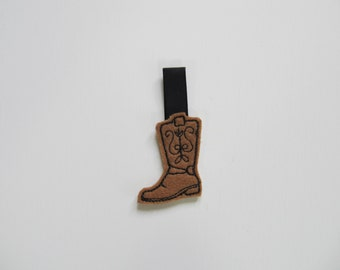 Cowboy boot key fob, feltie, mini embroidery design, felt outline mini embroidery, key fobs felties, in the hoop embroidery project