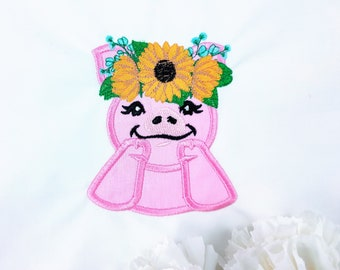 Sunflower Piggy girl, Ms Pig Piggie with fall autumn sunflower floral crown, Thanksgiving fall flower machine embroidery designs many sizes
