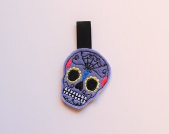 Skull calavera key fob, feltie, mini embroidery design, felt outline mini embroidery, key fobs felties, in the hoop embroidery project