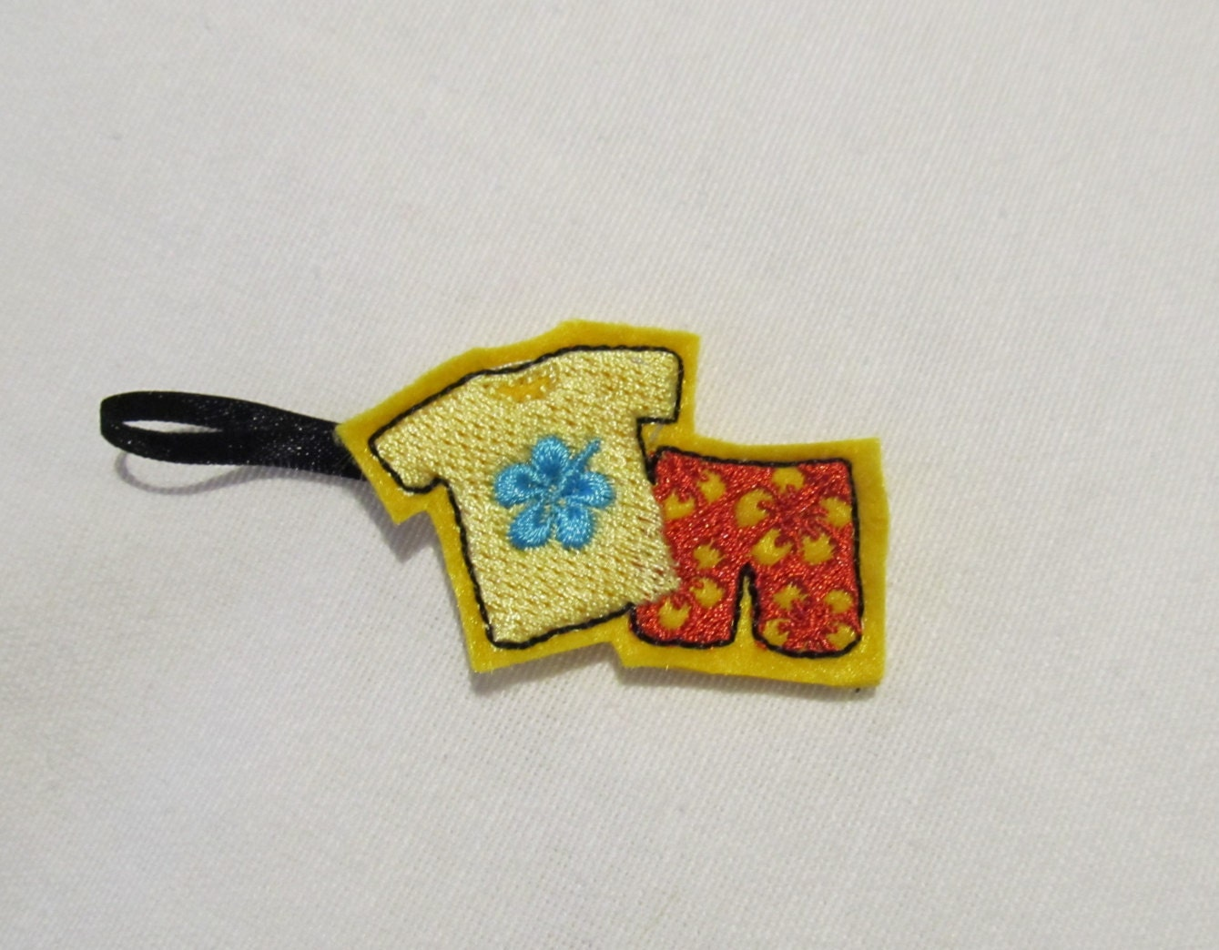 Cowboy boot key fob felt outline mini embroidery key fobs felties in the hoop embroidery project feltie mini embroidery design