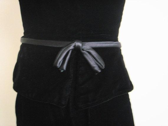 Vintage Suzy Perette Black Velvet Sheath Dress - image 3