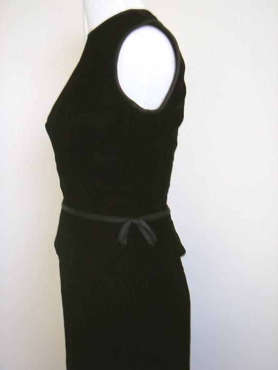 Vintage Suzy Perette Black Velvet Sheath Dress - image 4
