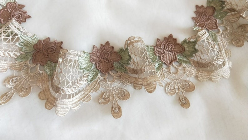 """1 1//2/"""" Rayon White Venise Lace raindrop Trim sold by the yard"""