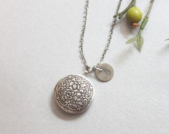 Personalized Vintage style round Locket, Silver locket Initial Necklace,Silver locket  - S2362-1