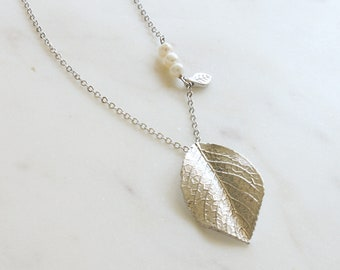 Modern Leaf Pearl Necklace, Long Chain Necklace for women, Natural leaf pendant,  Nature jewelry gift, Gift Idea, Bridesmaid Gift -S2035