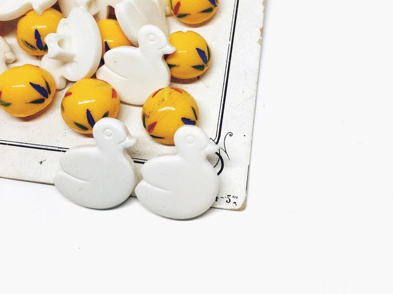 Kids Plastic Vintage Buttons 10 White Ducks